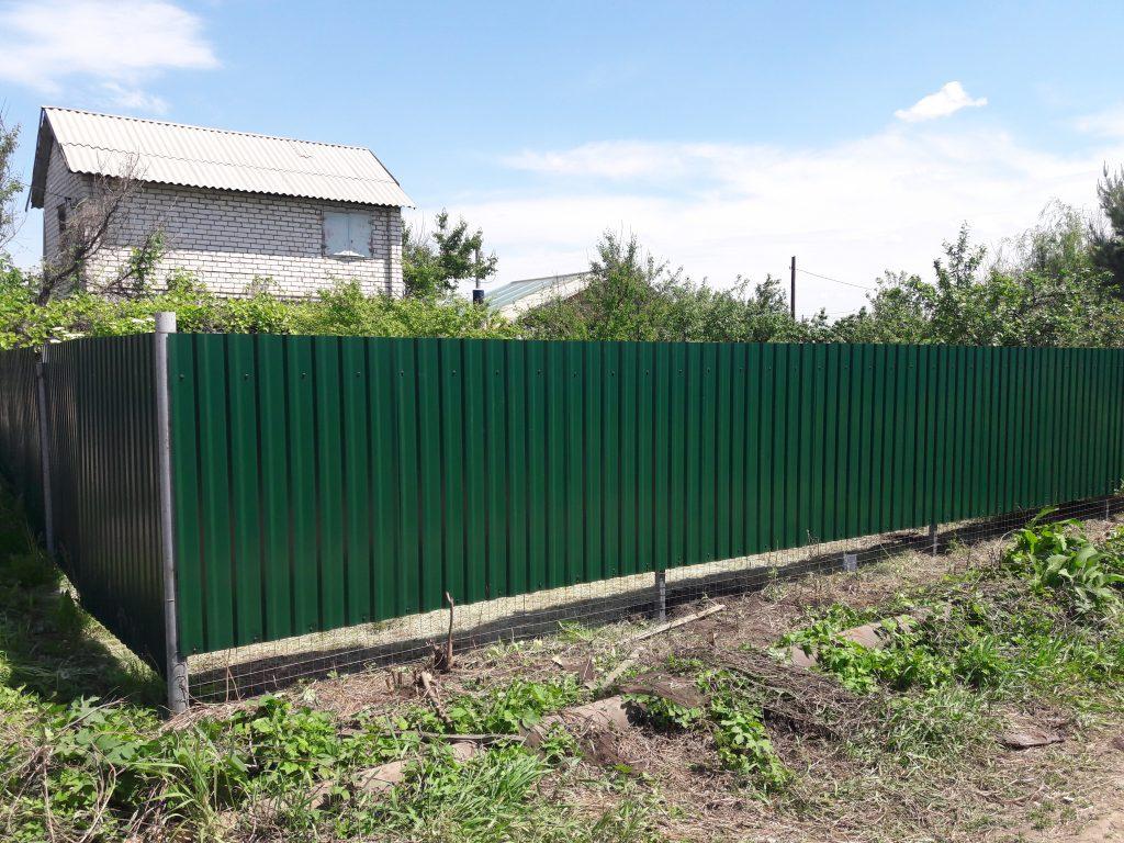 Установка и монтаж забора из профнастила в городе Волгоград и Волжский